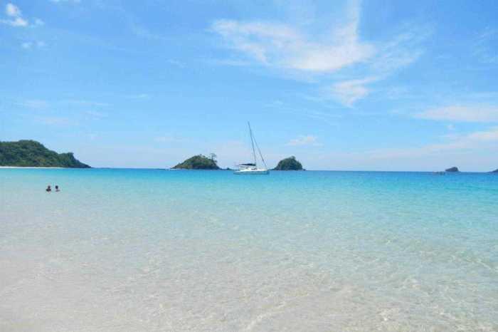 Puerto Galera, Philippines : Sailing Catamaran Boat Charter