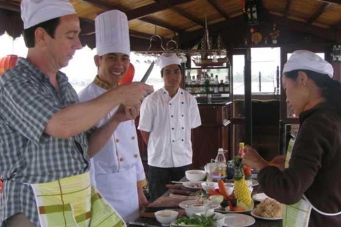 Hoi An, Vietnam : Cruising Cooking Class
