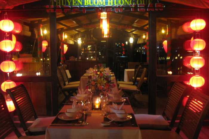 Hoi An, Vietnam : Romantic Sunset Dinner Cruise On The Thu Bon River