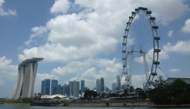 Singapore Flyer and Marina Bay. City Sightseeing Bus Tour.