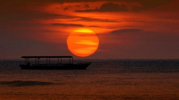 Romantic sunset Senggigi. 12 reasons to visit Lombok.